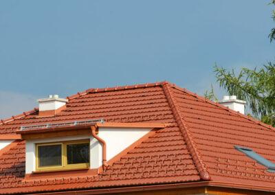 Krásná střecha, ale nízké komíny - opět hrozí otrava CO!